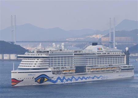 14日午前に長崎港を出港した豪華客船「アイーダ・... 14日午前に長崎港を出港した豪華客船「ア
