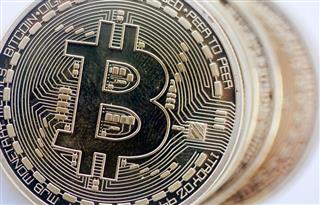 ブロックチェーンの台帳技術には金融機関などが大きな期待を寄せるが、ビットコインの伝道者は見切りをつけたという(ブルームバーグ)