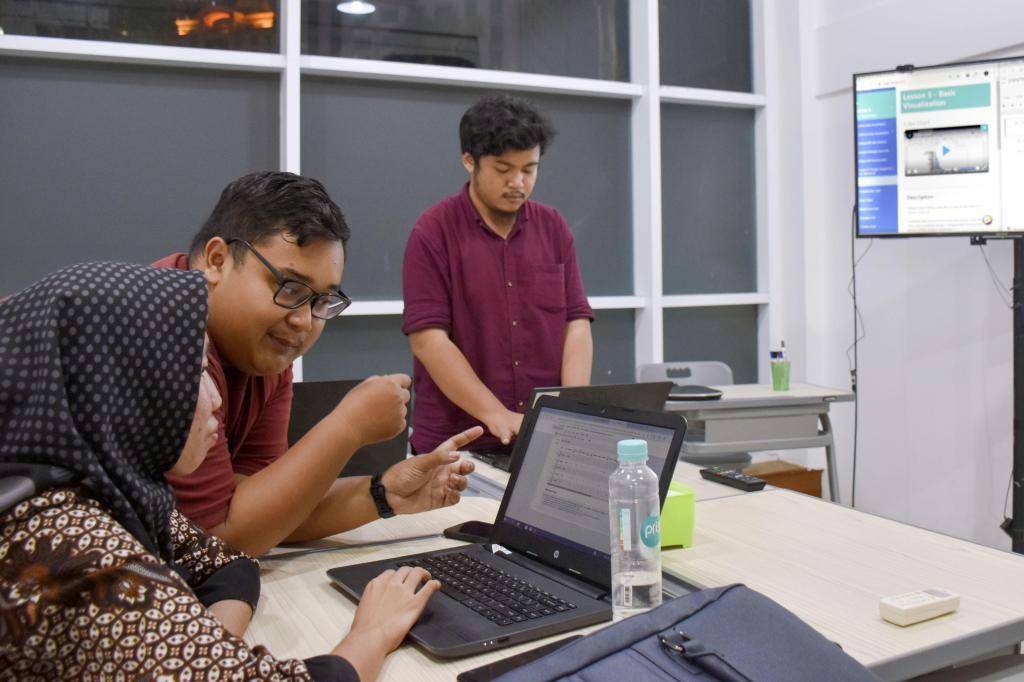 インドネシアでAI人材育成 技術者確保へ日本企業が取り組み